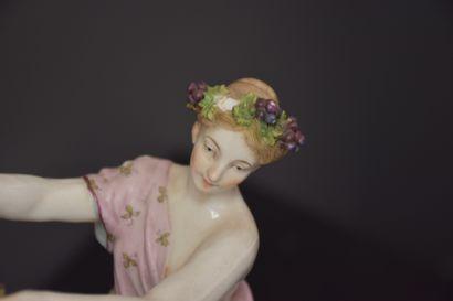 Le triomphe de Bacchus. D'après Taraval. Groupe en porcelaine polychrome début XIX...