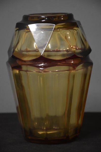 Vase art déco en cristal taillé du Val-Saint-Lambert...