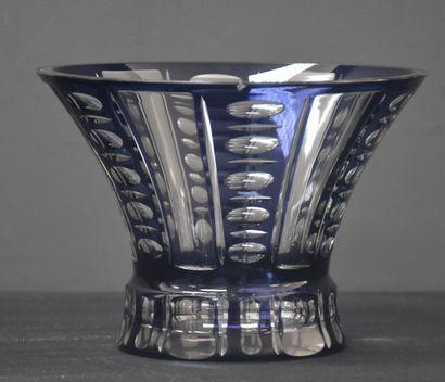 Vase en cristal taillé du Val-Saint-Lambert....