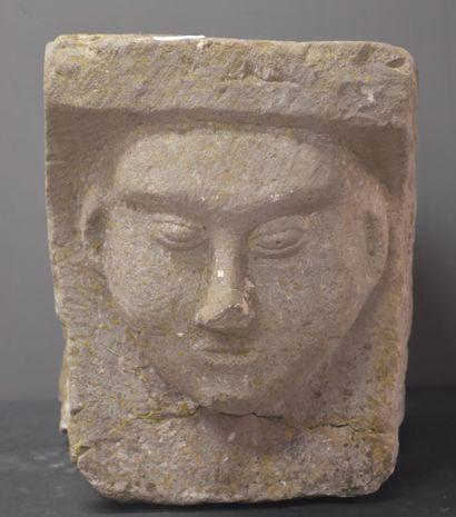 Pierre architecturale sculptée d'un visage...