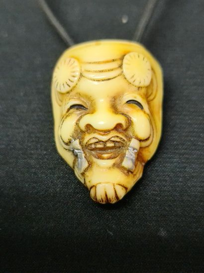 Japanese ivory bust and a Noh mask pendant. 19th century period. Height : 4 and...