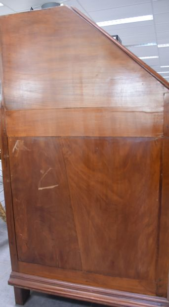 Scriban XVIIIth century in solid cherry wood. Some scratches. Condition of use....