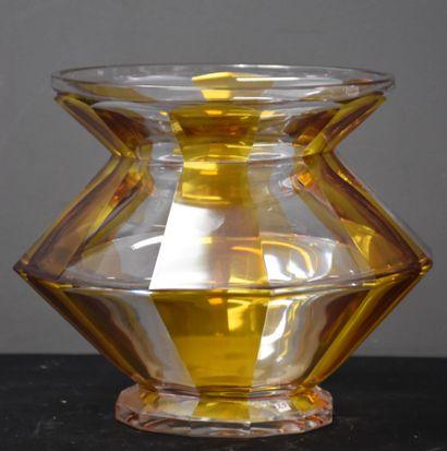 Vase en cristal taillé du Val Saint Lambert,...