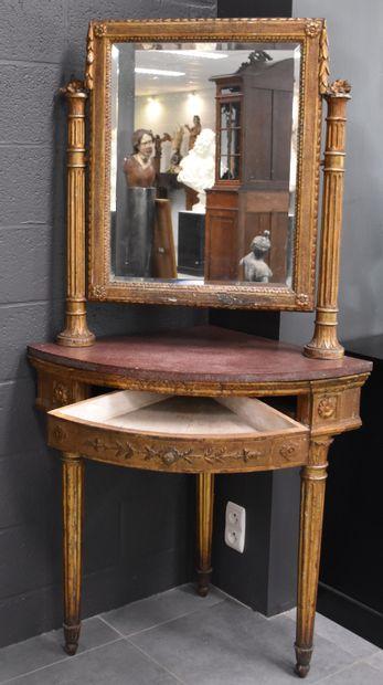 Console de coin en bois doré de style Empire....