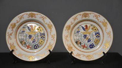 Paire d'assiettes en porcelaine de Chine...