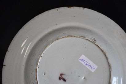 四个18世纪的代尔夫特陶器盘子(有轻微缺口)。