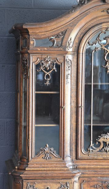 Double carved oak display cabinet from Liège. Period XIX th century. Height : 232...
