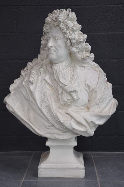 Imposant buste en plâtre représentant Colbert....