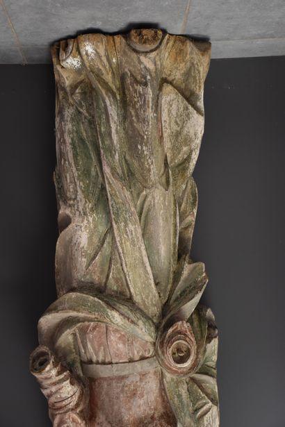 Importante sculpture vers 1700 représentant une sainte en bois sculpté. (manques)....