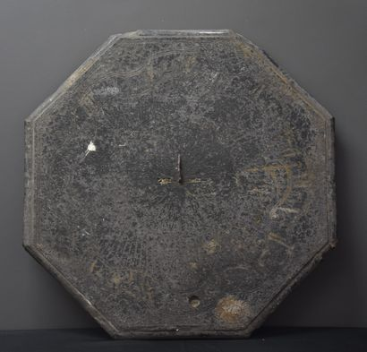 Cadran solaire en pierre bleue. Epoque XVIII...