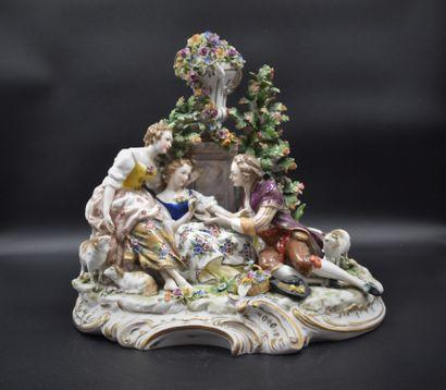 Groupe romantique en porcelaine de Capodimonte....