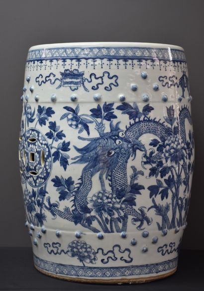 Tabouret en porcelaine de chine vers 1900...