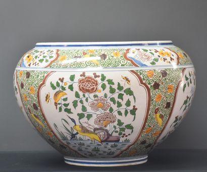 Boch Keramis Cache pot à décor type Delft...