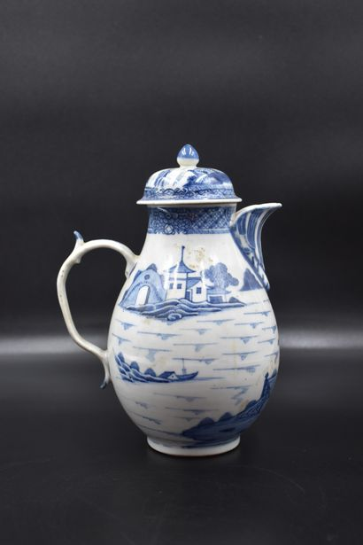 Cafetière XVIII ème en porcelaine de Chine...