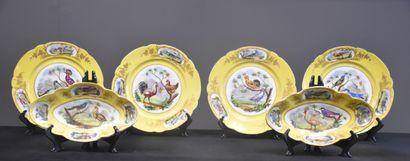 Porcelaine de Sèvres : lot de 4 assiettes...
