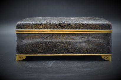 Coffret en bronze cloisonné chinois. Ht :...