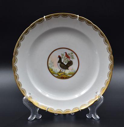 Assiette en porcelaine fin XVIII ème à décor...