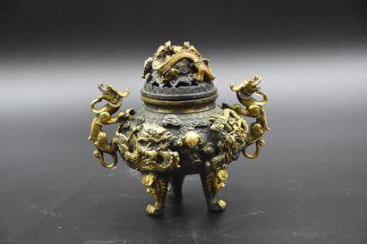 Brûle parfum chinois en bronze à décor de...