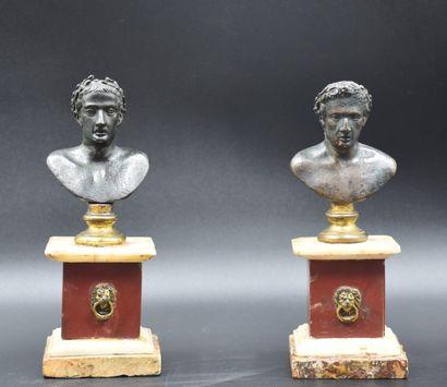 Paire de bustes à l'antique en bronze sur...