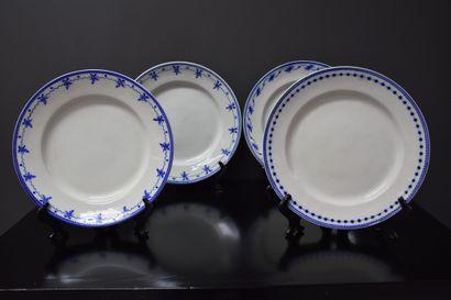Lot de quatre assiettes en porcelaine de...