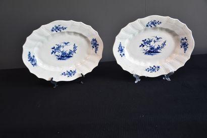 Paire de plats ovales en porcelaine de Tournai...