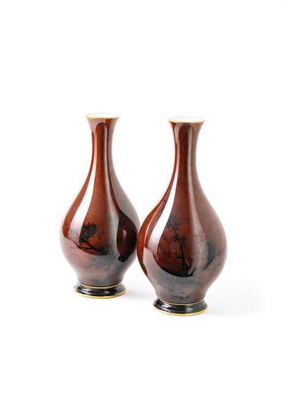 Sèvres, paire de vase balustre en porcelaine...