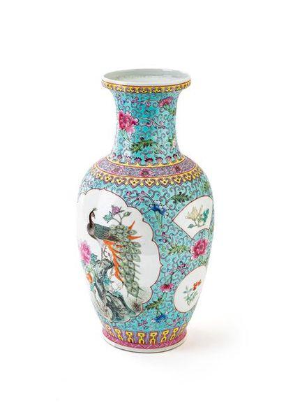 CHINE XXe siècle Vase en porcelaine de forme...