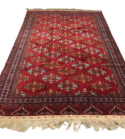 Grand Tapis Yomoud boukhara russe, vers 1970...