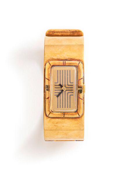 LANVIN, vers 1975  Montre de dame des années 70, le bracelet complet plaqué or,...