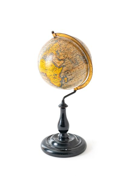 """Globe terrestre """"DIE ERDE"""" par Jan FELKL Sohn, in Roxtok b. Prag - V. Otto Delitsch,..."""