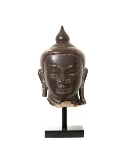 Birmanie, XVIIe siècle  Importante tête de...