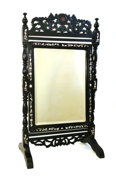 Chine, XIXe siècle  Miroir de toilette en...