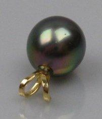 Pendentif en or ornée d'une perle de Tahiti....