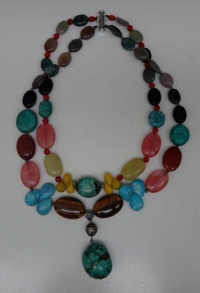Collier en pierres dures multicolores