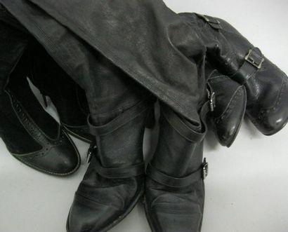 Ensemble comprenant une paire de boots par...