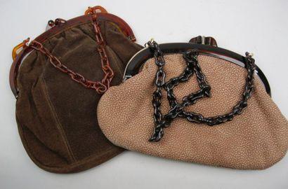 Deux sacs, tons bruns, anses façon corne,...