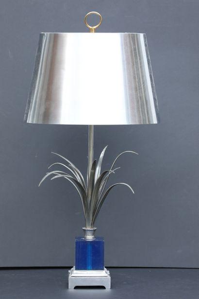 Maison CHARLES. Lampe modèle « Roseaux », socle en plexiglass bleu et acier. Signée...