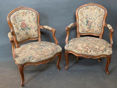 Paire de fauteuils cabriolets en bois naturel,...
