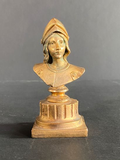 LUCA MADRASSI (1848-1919) Sculpture en bronze ciselé et doré représentant le buste...