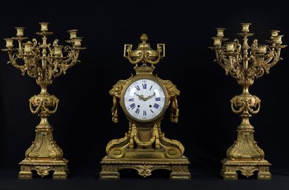 Garniture de cheminée de style Louis XVI...