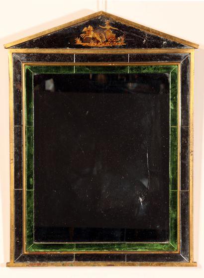 Miroir à parecloses en bois doré et verre...