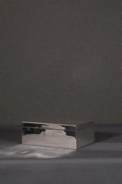 Boîte à cigares en argent uni sterling (925/°°)....