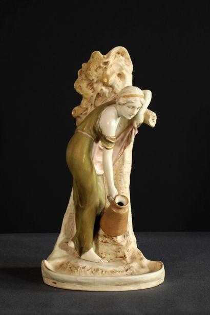 ROYAL DUX BOHEMIA Grand vase en biscuit émaillé...
