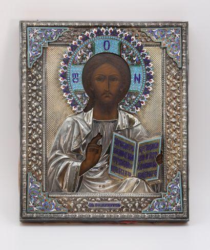 Icône du Christ Pantocrator  Tempera sur bois, représentant le Christ en buste bénissant...