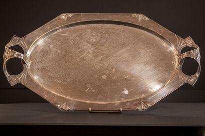 Plateau ovale en métal argenté à décor de...