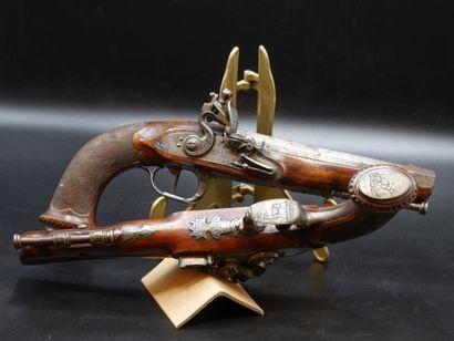 Paire de pistolets d'officier de cavalerie...