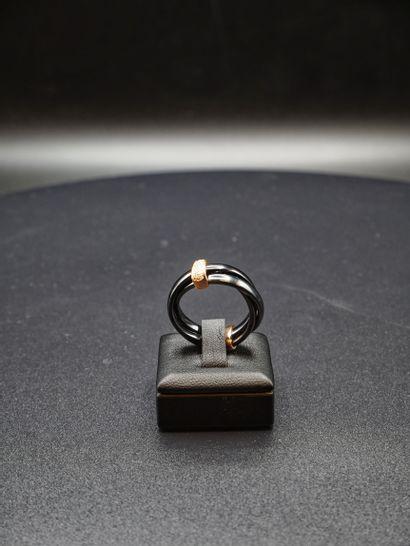 Bague en céramique à trois anneaux retenus...