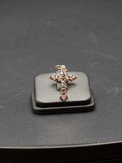 Pendentif en vermeil à forme de croix décorée...