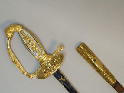 Epée de Pair de France. Monture en bronze doré. Pommeau à tête de lion en forme...