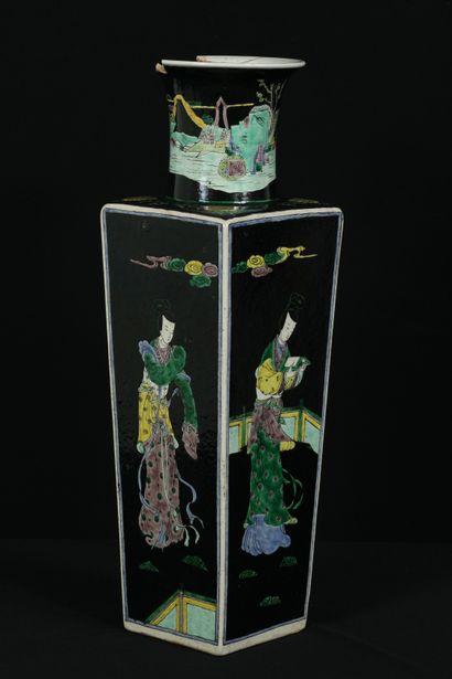 Chine, époque Kangxi (1661-1722). Grand vase...